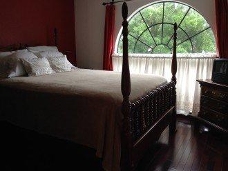 Upstairs 'Red' queen bedroom.