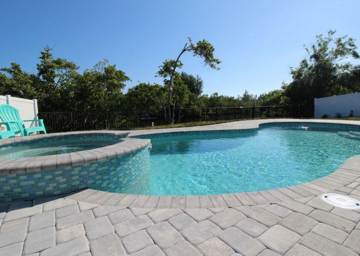 Walk to beach. Beautiful Poolhome everything New #15