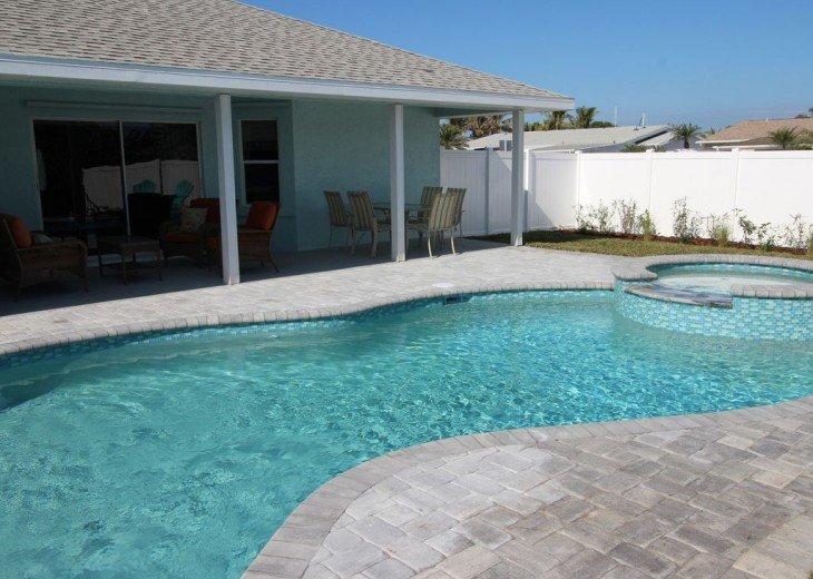 Walk to beach. Beautiful Poolhome everything New #12