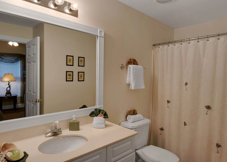 Guest bathroom - Time for a relaxing bath to end a perfect day at the beach!