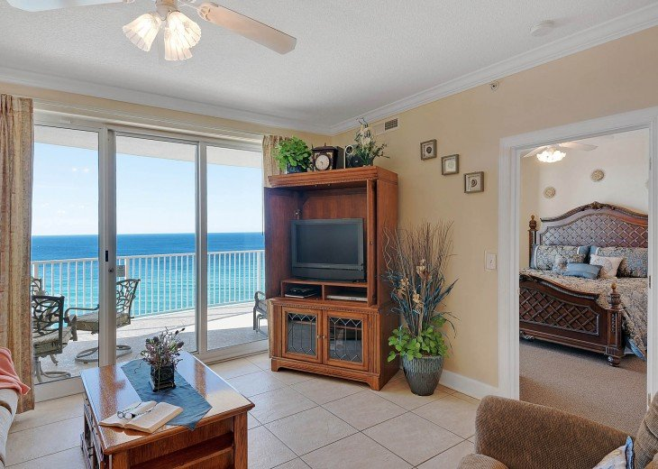 Comfort, TV and a view of the gulf! What else do you need?!?!?