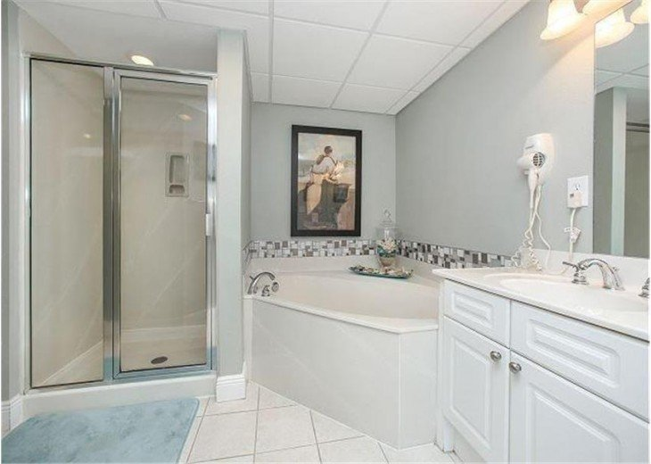 Large Master Bathroom with Double Vanity and Huge Soaker Tub!