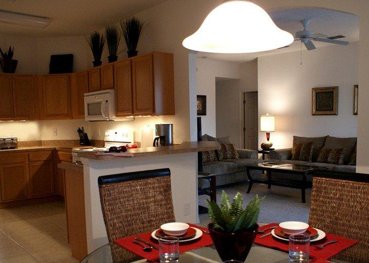 Kitchen/breakfast nook - upgraded stainless steel range/microwave/Fridge/freezer