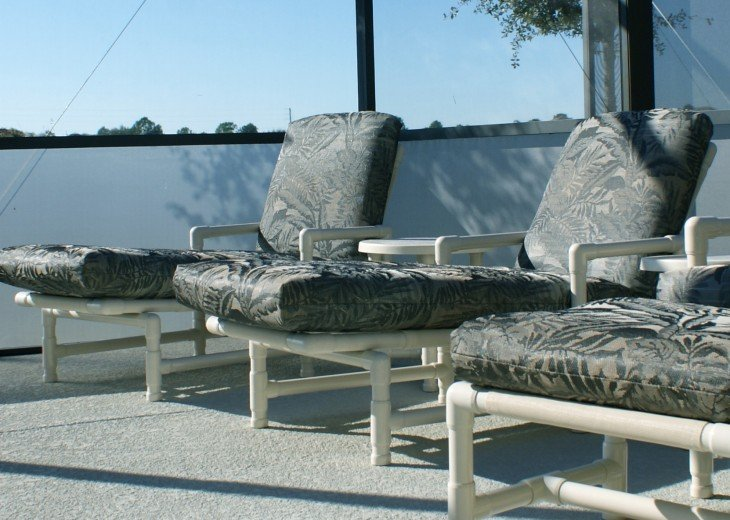 Pool area - includes loungers/alfresco dining table and chairs