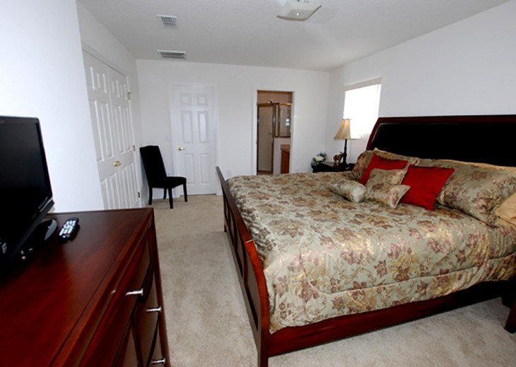 Master King 2 - with walk in wardrobe and ensuite including shower/toilet/sink