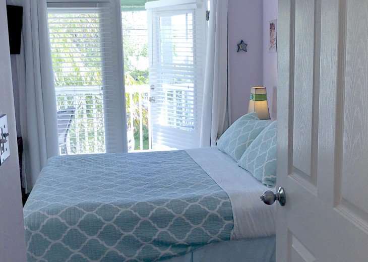 A Touch of Paradise.. pool, close to beach & Duvall. 2 FULL baths, 7 night Min. #7