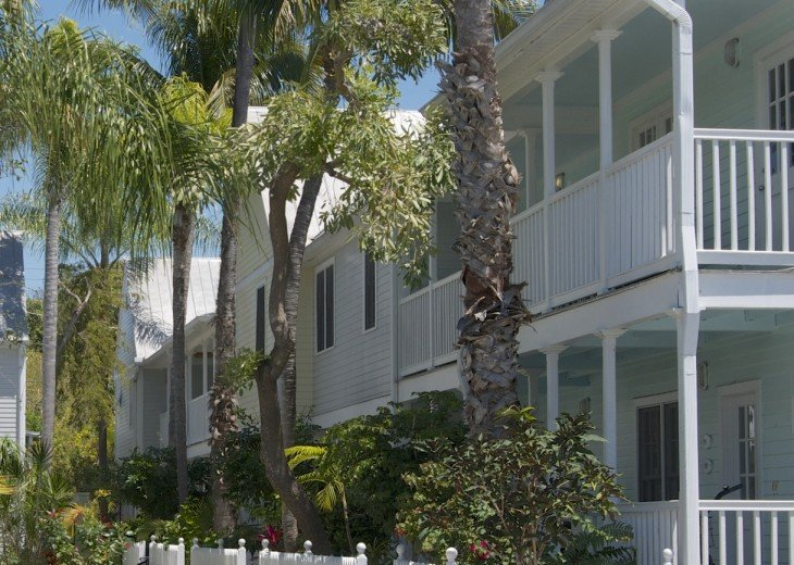 A Touch of Paradise.. pool, close to beach & Duvall. 2 FULL baths, 7 night Min. #10