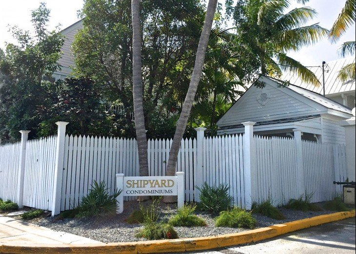 A Touch of Paradise.. pool, close to beach & Duvall. 2 FULL baths, 7 night Min. #30