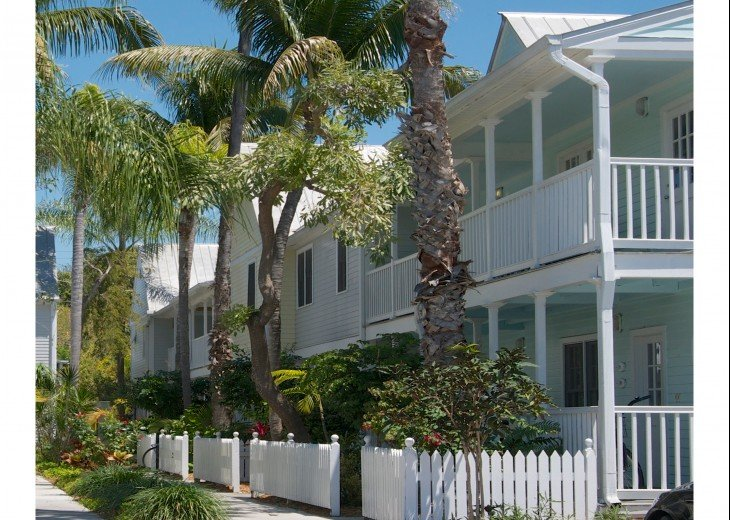 A Touch of Paradise.. pool, close to beach & Duvall. 2 FULL baths, 7 night Min. #26