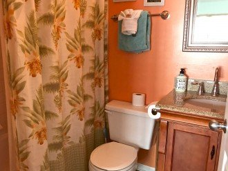 A Touch of Paradise.. pool, close to beach & Duvall. 2 FULL baths, 7 night Min. #1