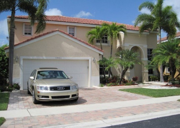 BEAUTIFUL AND SPACIOUS LAKEVIEW HOME - PRIVATE POOL- SLEEPS 10 #3