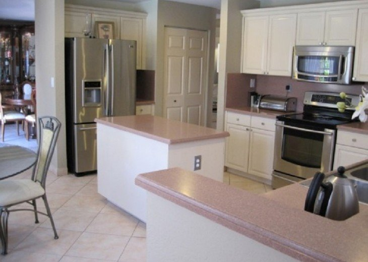 BEAUTIFUL AND SPACIOUS LAKEVIEW HOME - PRIVATE POOL- SLEEPS 10 #9