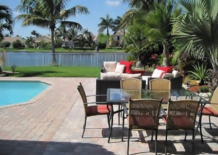 BEAUTIFUL AND SPACIOUS LAKEVIEW HOME - PRIVATE POOL- SLEEPS 10 #2