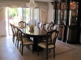 BEAUTIFUL AND SPACIOUS LAKEVIEW HOME - PRIVATE POOL- SLEEPS 10 #1