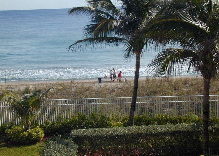 Guests getting ready to spend some time on the beach in front of suite 307.