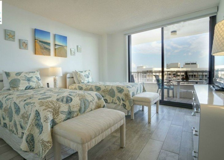 Guest Bedroom with 2 Twin Beds and Beautiful Ocean View