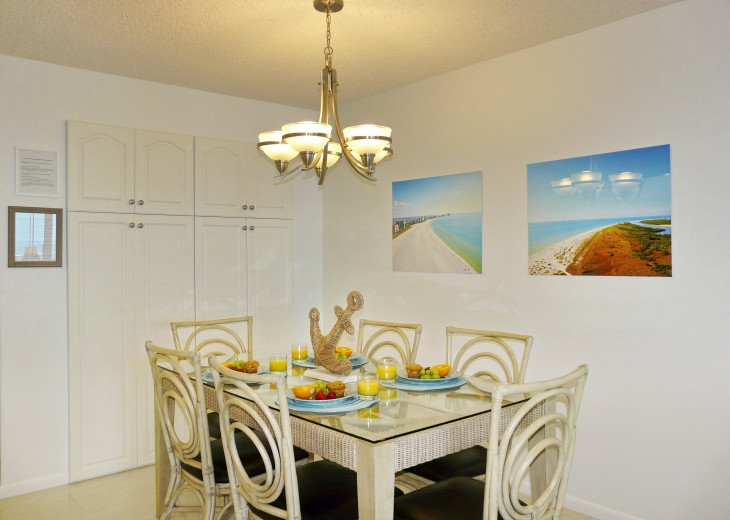 Dining Area With Seating for 6 with Ocean View