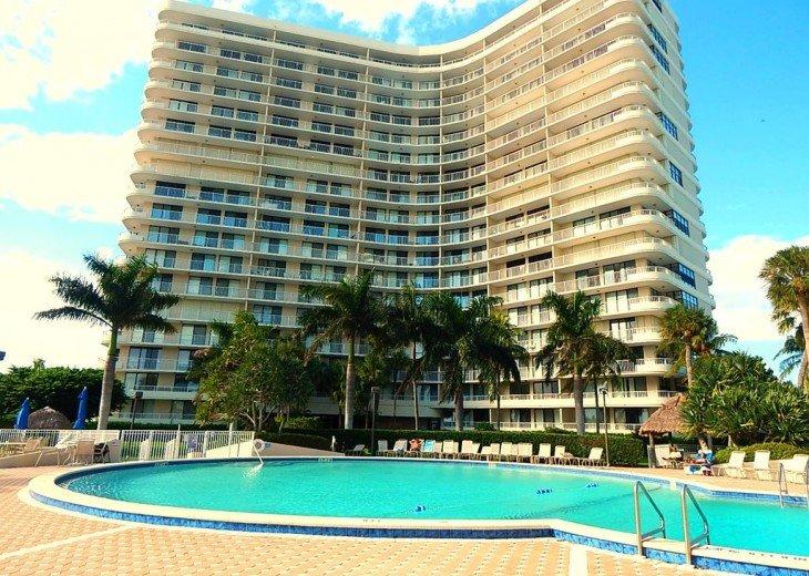 Sea Mar Condo: 19th Floor Penthouse Views of Crescent Beach-Free Wifi #14