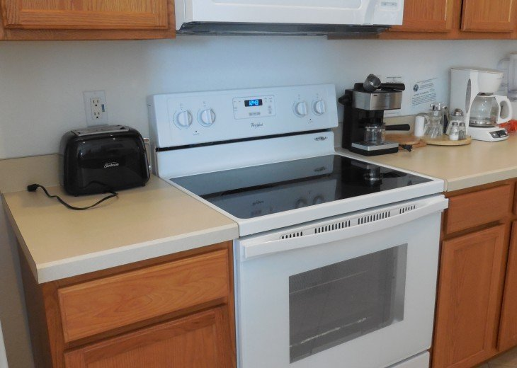 Full cooker with microwave oven above