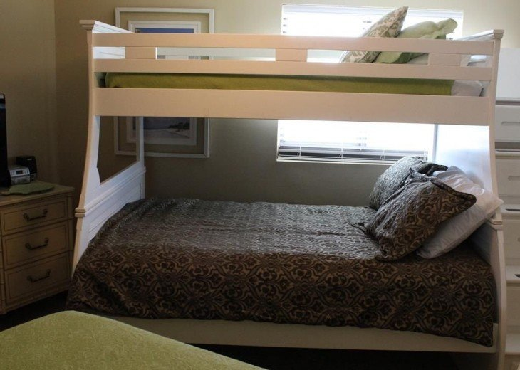 Guest bedroom with Twin bed and 2 additional single beds. Sleeps 2-4 people