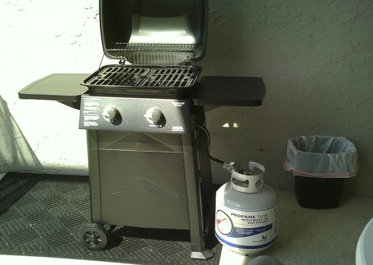 A grill on the lanai for your BBQing pleasure.