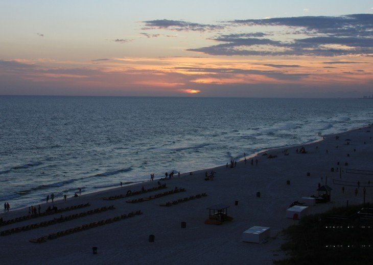 Tina's Treasure Island Luxury Beach Condo-3 Bedroom 6th Floor with Beach Service #47