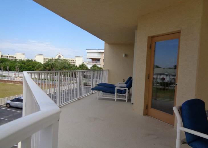 addition picture of balcony two loungers