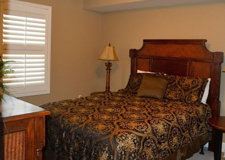 Beautifully furnished with Beach Service. Close to Pier Park #8