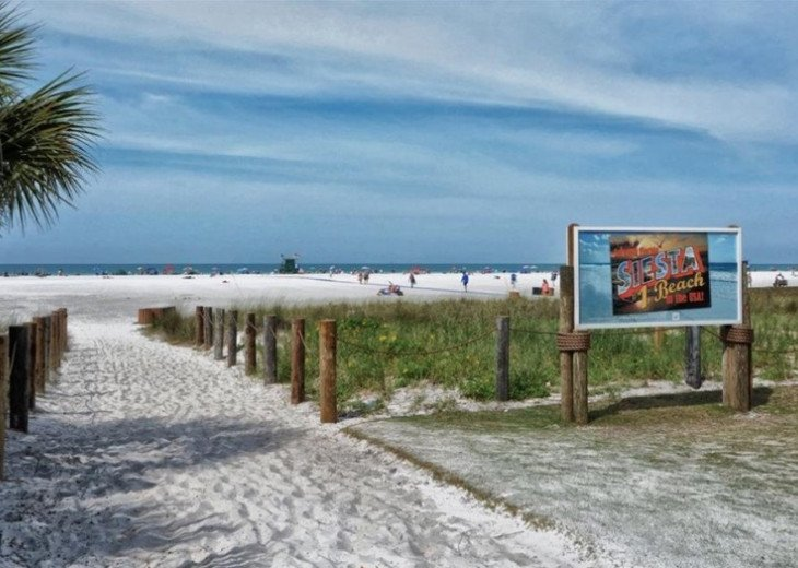 Pet friendly Siesta Key Condo 1/1 with 2 Queen Beds, Walk to Beach! #39
