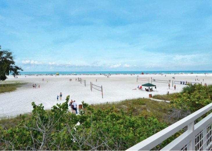 Pet friendly Siesta Key Condo 1/1 with 2 Queen Beds, Walk to Beach! #38