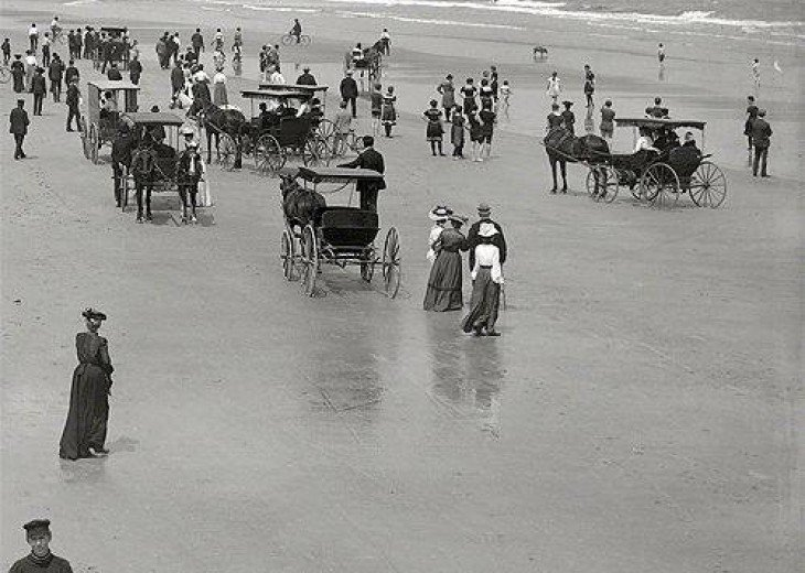 Even in the early 1900s, Daytona Beach was the place to be.