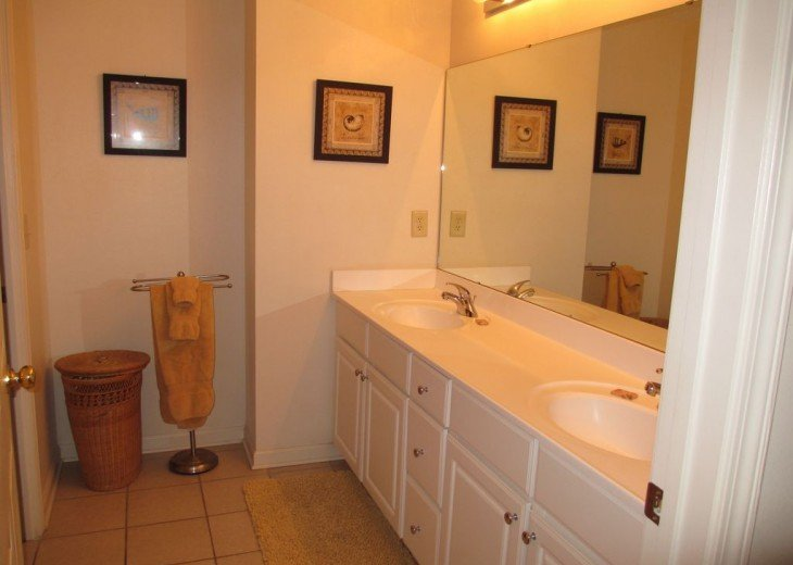 Charming beach condo with all amenities,heated pool, for relaxing, fun holiday #9