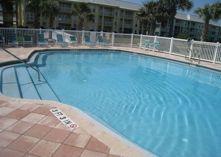 Charming beach condo with all amenities,heated pool, for relaxing, fun holiday #13