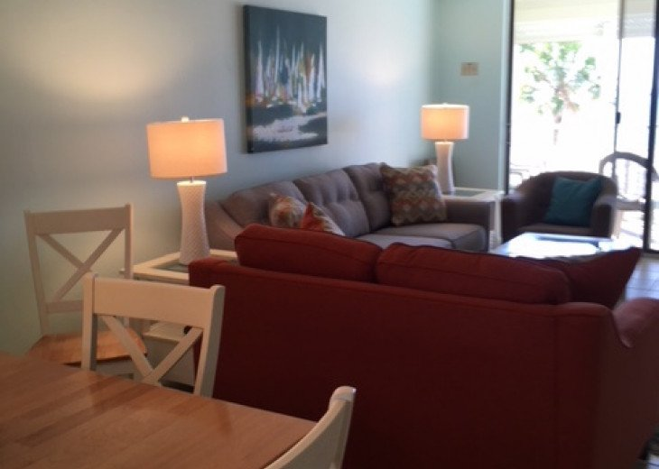 Redecorated Gulf Front Condo with Beach, Pool and Hot Tub, Free Wi-Fi and Phone #5
