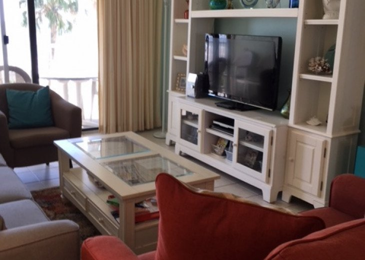 Redecorated Gulf Front Condo with Beach, Pool and Hot Tub, Free Wi-Fi and Phone #6