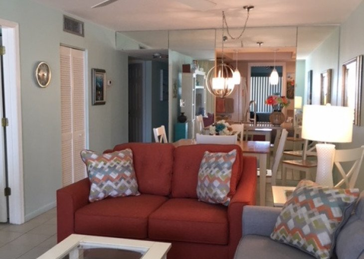 Redecorated Gulf Front Condo with Beach, Pool and Hot Tub, Free Wi-Fi and Phone #7