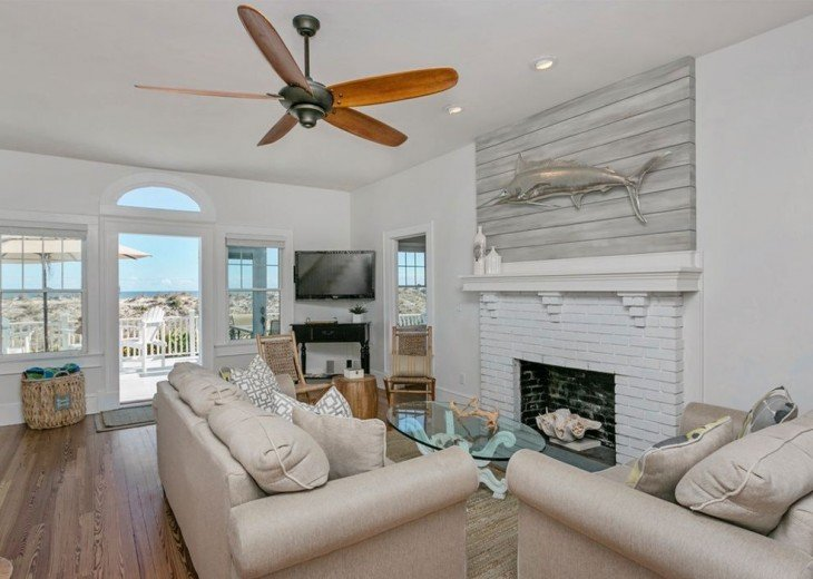 Beautiful 5 bedroom, 4.5 bath oceanfront home. Close to everything! #15