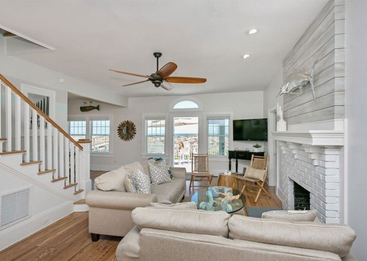 Beautiful 5 bedroom, 4.5 bath oceanfront home. Close to everything! #20