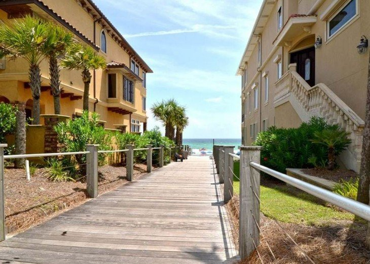 'Destiny Palms' Beach House....6 Bedrooms...40 Steps from the Beach... #10