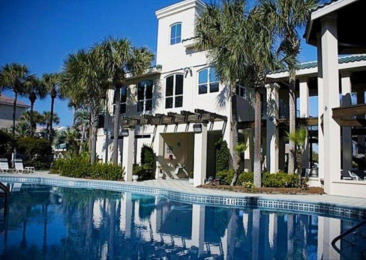 'Destiny Palms' Beach House....6 Bedrooms...40 Steps from the Beach... #23