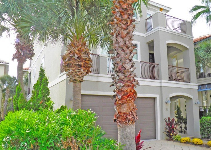 'Destiny Palms' Beach House....6 Bedrooms...40 Steps from the Beach... #2