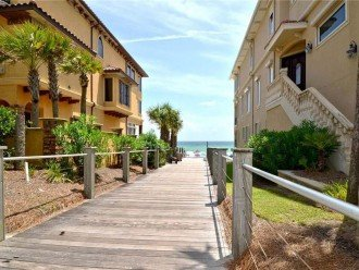 'Destiny Palms' Beach House....6 Bedrooms...40 Steps from the Beach... #1