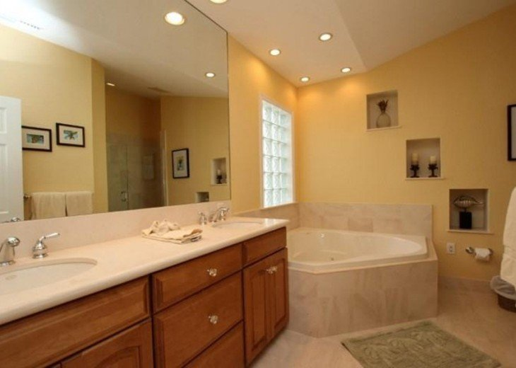 Master Ensuite Jetted Tub