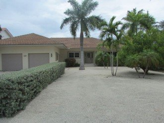 Single story - Large yard & driveway for parking