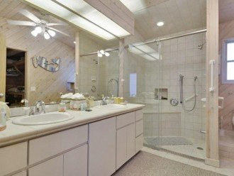 Master Ensutie Bathroom