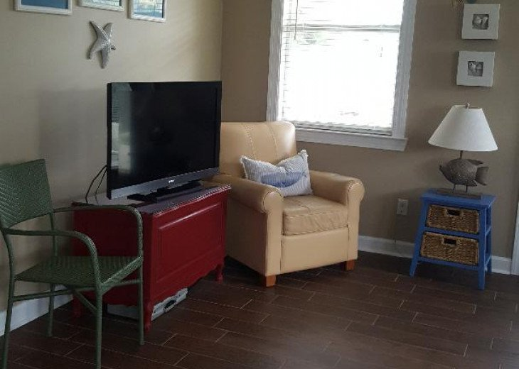 Living Area with flat screen t.v.!