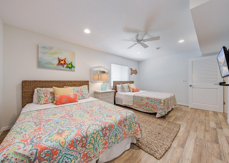 Baybreeze – 3BR/3BA Private Heated Pool in the heart of Siesta Village #23