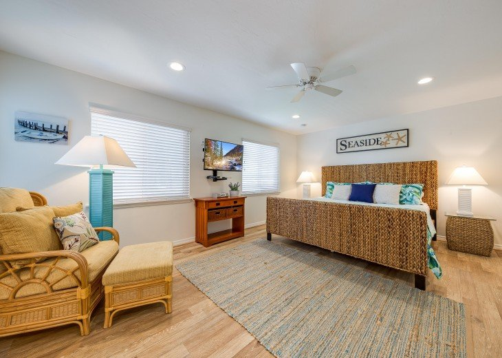 Baybreeze – 3BR/3BA Private Heated Pool in the heart of Siesta Village #24