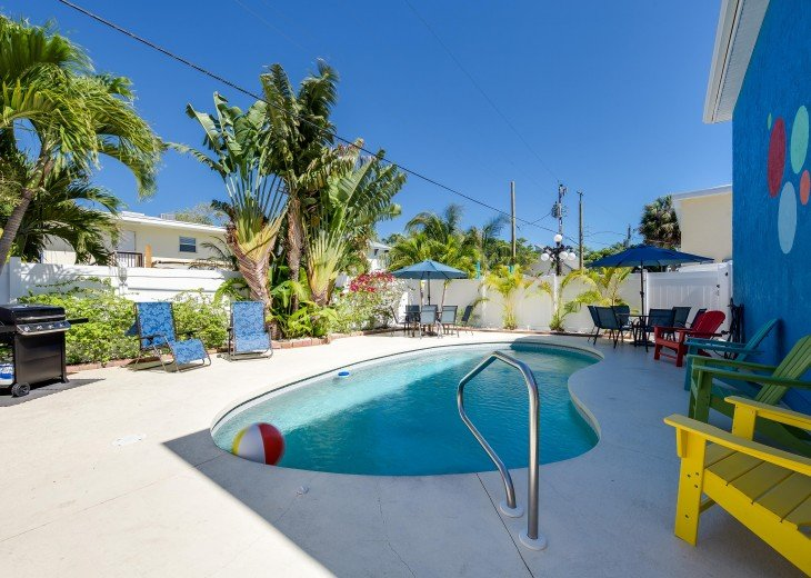 Pinacolada – 3BR/3BA Private Heated Pool in the heart of Siesta Village #28