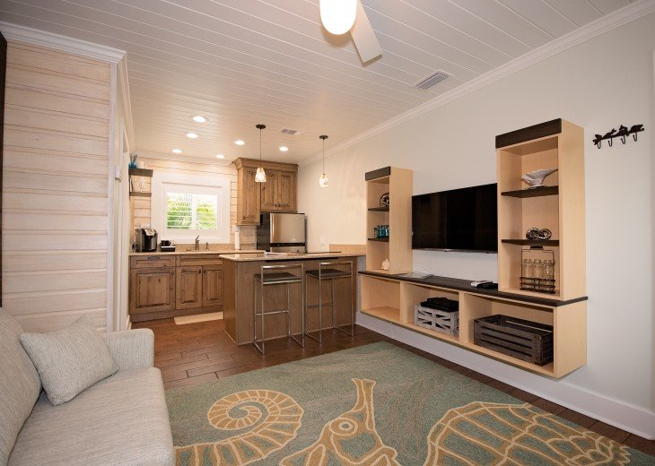 6West Beach Cottages- Heated Pool, Sleeps up to 22, Beachside of Gulf Blvd! #72